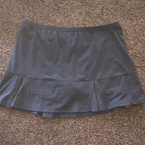 Skorts. (Skirt with built in shorts). XL